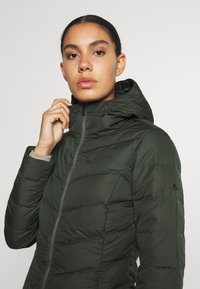 Vaude - WOMENS ANNECY COAT - Down coat - spinach - 4