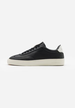 PLAKKA - Sneaker low - black