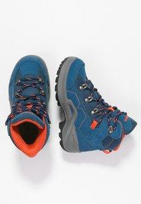 Lowa - KODY III GTX MIDJUNIOR UNISEX - Hiking shoes - blau/orange - 1