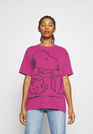 LEVI'S X PEANUTS GRAPHIC - Print T-shirt - fuschia red