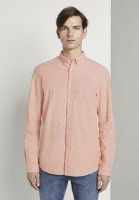 TOM TAILOR DENIM - OXFORD  - Shirt - orange triangle mix - 0