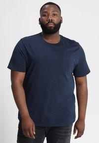 Jack & Jones - JJEPOCKET - Basic T-shirt - navy blazer - 0