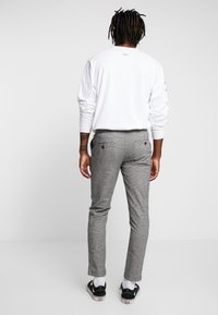 Redefined Rebel - KING PANTS - Chino - grey check - 2