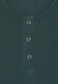 D-XEL - POVLINE - Langærmede T-shirts - bug green - 2