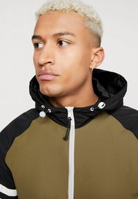 YOURTURN - Windbreaker - olive/black - 4
