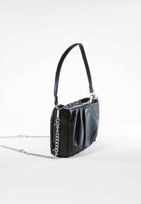 Bershka - MIT KETTE UND ZIERFALTEN  - Handbag - black - 3