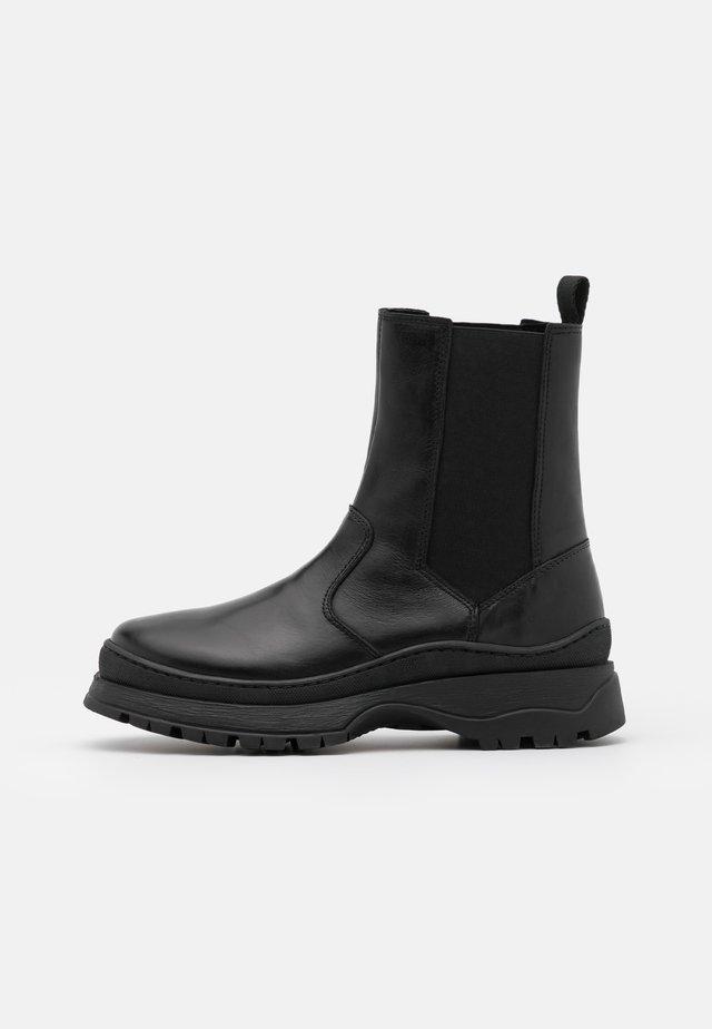 PSSELIONE BOOT - Kotníkové boty na platformě - black