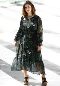 Sara Lindholm by HAPPYsize - Maxi dress - schwarz/grün - 1