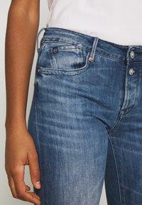 Le Temps Des Cerises - Flared Jeans - blue - 4