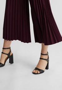 Esprit Collection - CULOTTE - Trousers - bordeaux red - 4