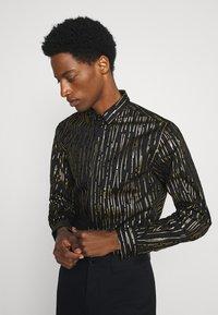 Twisted Tailor - SAGRADA SHIRT - Camicia - black/gold - 3