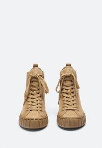 Uterqüe - Sneakers hoog - nude - 2
