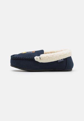 DEZI BEAR UNISEX - Pantofole - navy