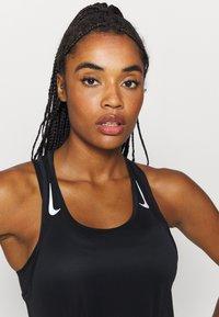Nike Performance - MILER TANK RACER - Funktionstrøjer - black - 3