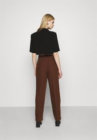 NA-KD - MATHILDE GØHLER SUIT PANTS - Trousers - dark brown - 2