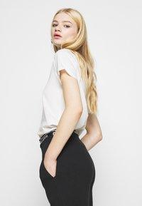 Even&Odd - 2 PACK - T-shirt basic - black/white - 4