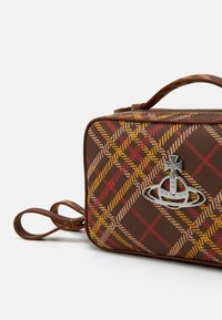 Vivienne Westwood - JOHANNA CAMERA BAG - Bolso de mano - brown - 4
