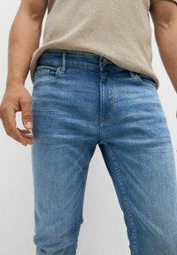 Mango - SKINNY  - Slim fit jeans - mittelblau - 5