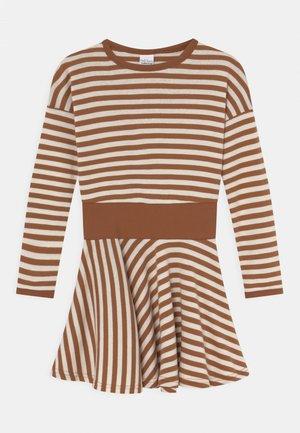 STRIPE FULL CIRCLE DRESS - Žerzejové šaty - almond