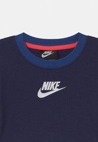 Nike Sportswear - COLOR BLOCKED CREW - Sudadera - blue void - 2