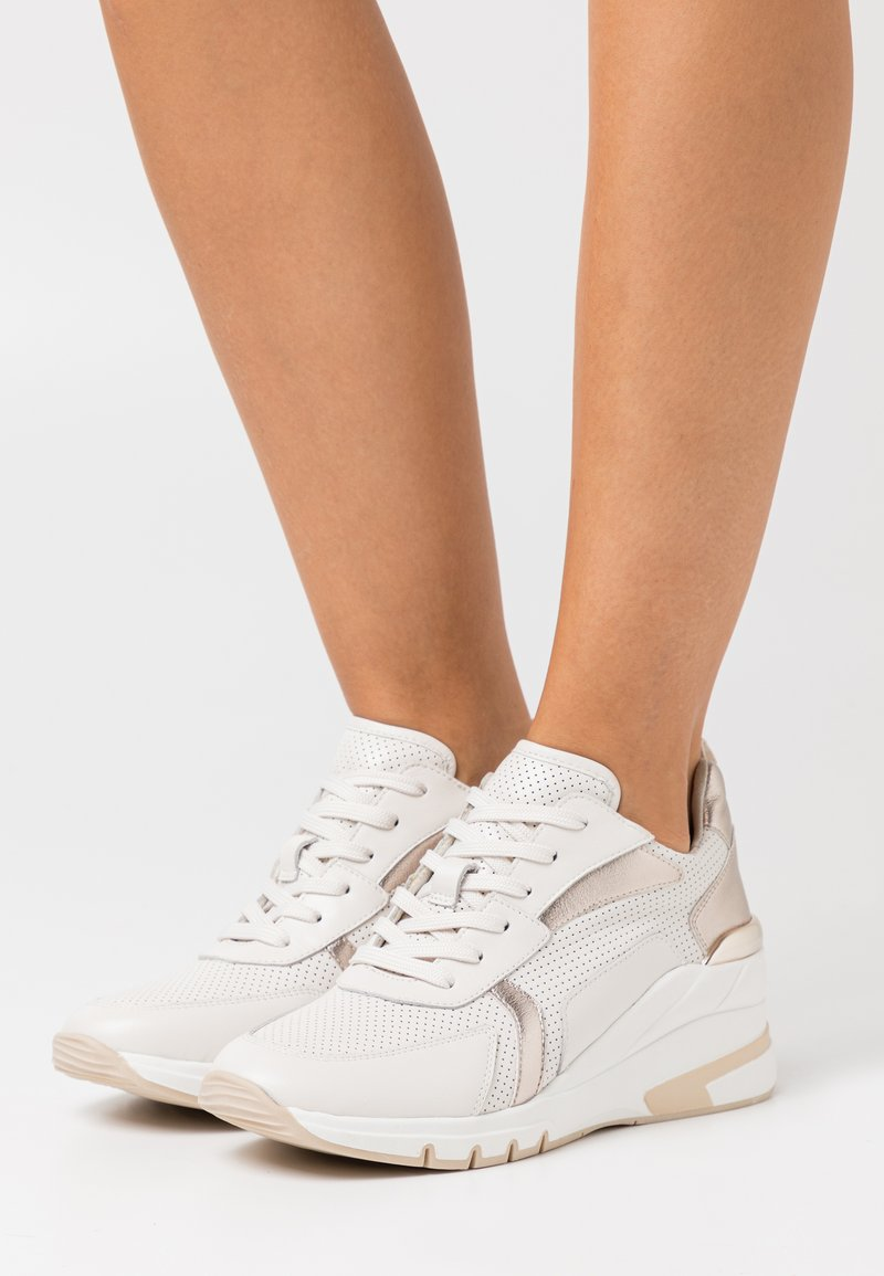 Caprice - LACE UP - Sneakers laag - creme/platin