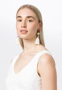 HALLHUBER - Earrings - off-white - 0
