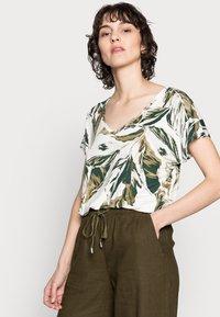 Part Two - ICALINA - Print T-shirt - green - 3