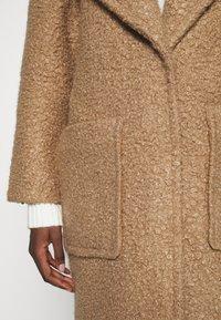 UGG - HATTIE LONG COAT - Klasický kabát - camel - 6