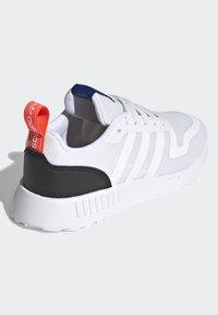 adidas Originals - MULTIX UNISEX - Zapatillas - crystal white/footwear white/core black - 3
