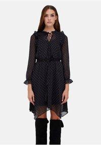 Motivi - CON STAMPA STELLE - Day dress - nero - 0