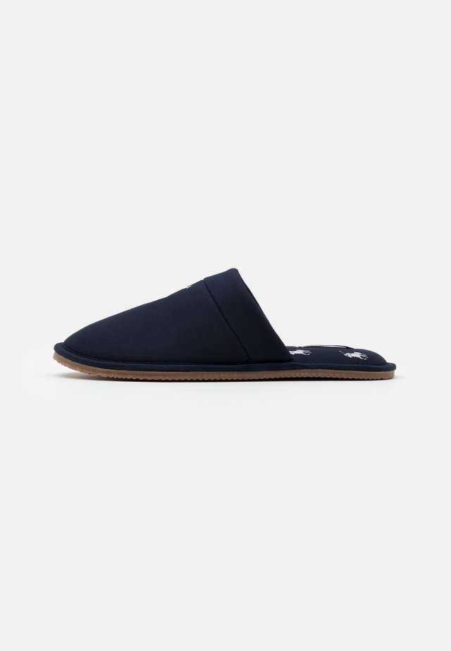 KLARENCE - Slippers - navy/white