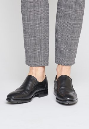 Elegantní nazouvací boty - zwart