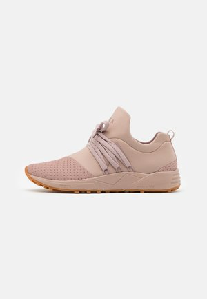 RAVEN S-E15 UNISEX - Trainers - taupe/brown