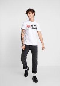 Diesel - DIEGO CUTY - T-shirt con stampa - white - 1