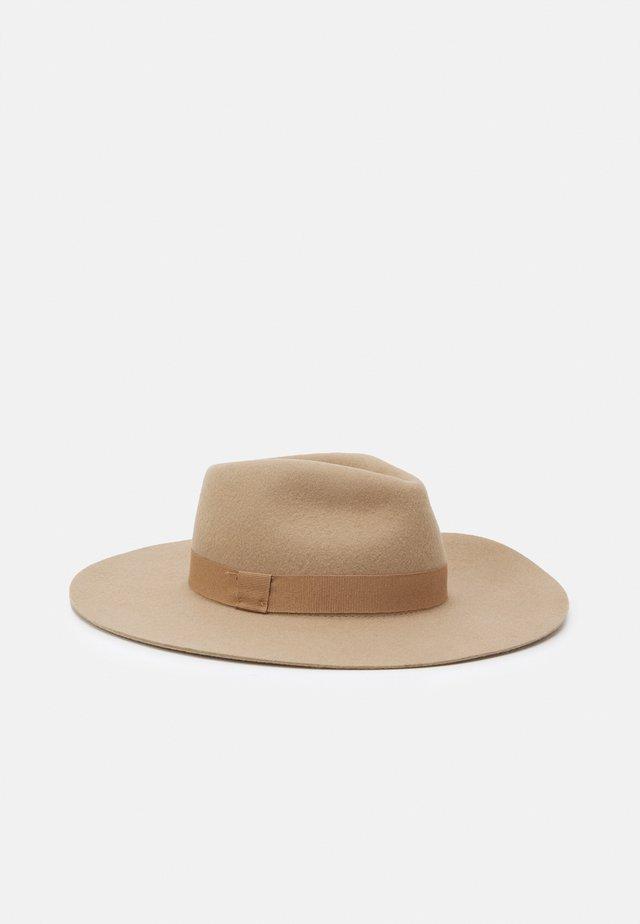 Cappello - apricot beige