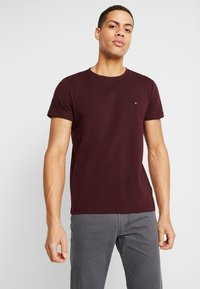 Tommy Hilfiger - SLIM FIT TEE - Triko s potiskem - red - 0