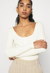 Nly by Nelly - BUTTON UP BODYSUIT - T-shirt à manches longues - offwhite - 3