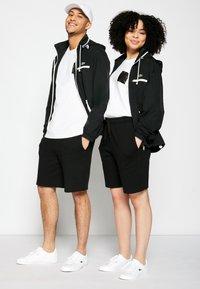 Lacoste - POLAROID UNISEX  - T-shirt print - white - 1