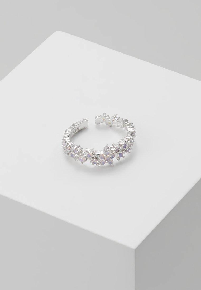 Astrid & Miyu - MYSTIC STAR EAR CUFF - Earrings - silver-coloured