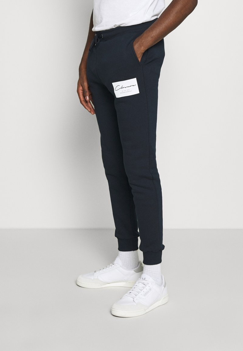 CLOSURE London - BOX LOGO JOGGER - Pantalon de survêtement - navy