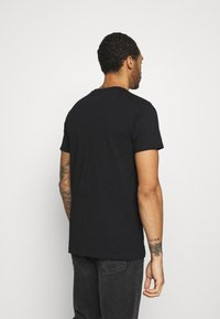 CLOSURE London - FURY TEE - Print T-shirt - black - 2