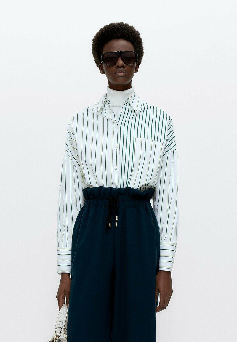 Uterqüe - MIT KOMBINIERTEM STREIFENPRINT  - Button-down blouse - white