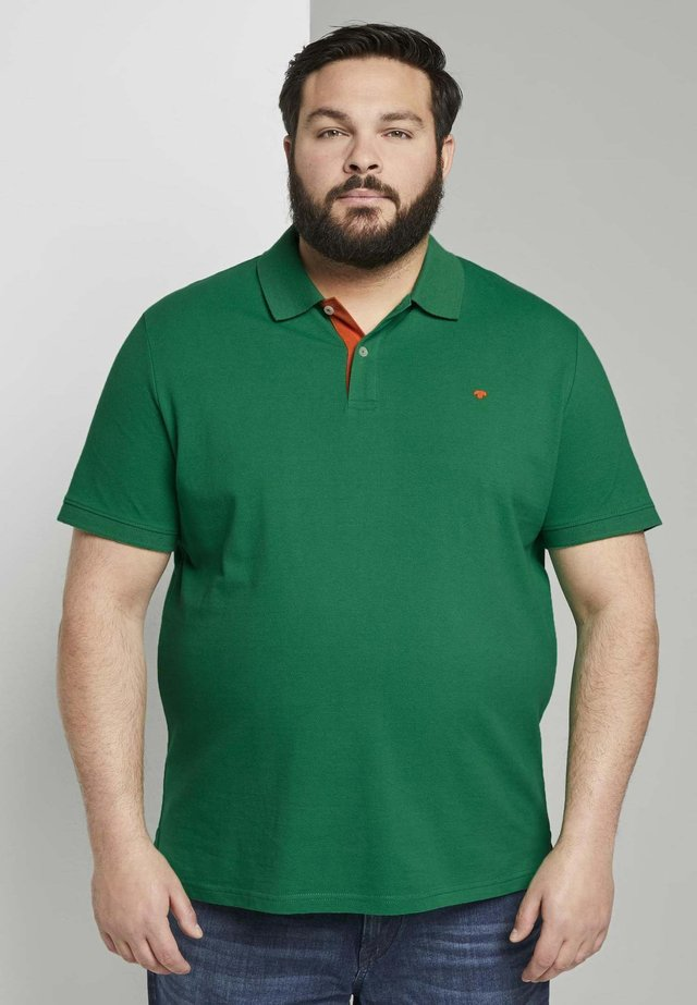 WITH CONTRAST - Poloshirt - jolly-green
