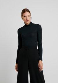 Abercrombie & Fitch - SLIM TURTLENECK - Maglietta a manica lunga - black - 0