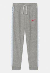 Nike Sportswear - Teplákové kalhoty - grey heather/bright crimson - 0