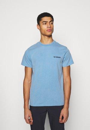 CASUAL TEE - Print T-shirt - faded blue