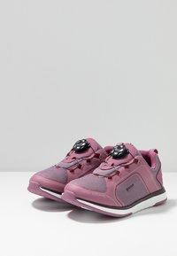 Viking - SEIM BOA GTX - Løbesko walking - dark pink/violet - 3