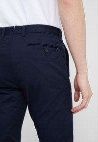 Polo Ralph Lauren - FLAT PANT - Trousers - aviator navy - 5