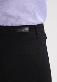 Pieces - PCSKIN WEAR  - Pantalon classique - black - 4