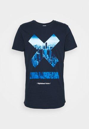 JCOSCAN TEE CREW NECK - T-shirt z nadrukiem - navy blazer